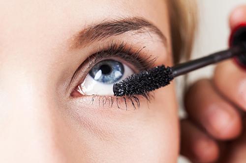 Šminkanje i kontaktne leće